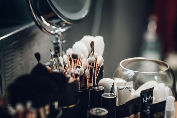 sklep-internetowy-z-kosmetykami-do-makijazu.jpg